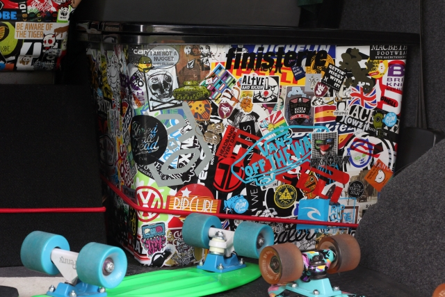 Stickerbombing – How To Sticker Bomb