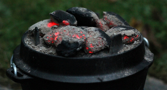petromax-dutch-oven-lid-charcoal