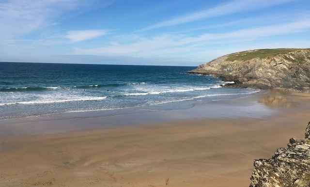 hollywell-beach-cornwall-day