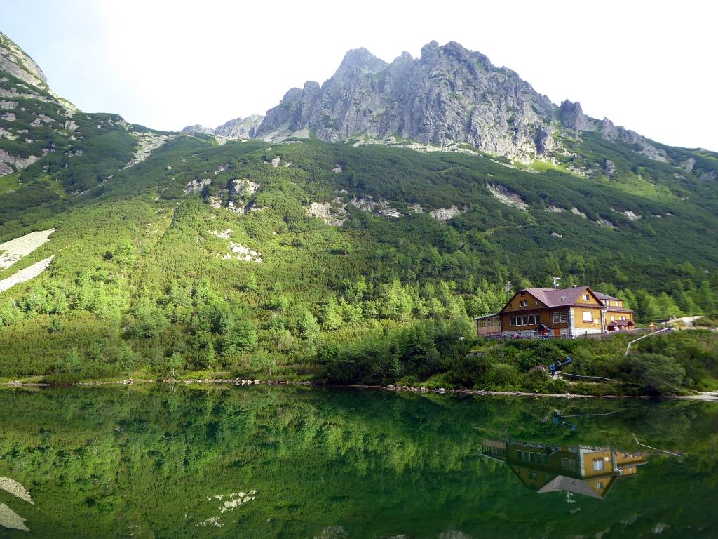 Chata pri Zelenom plese lake