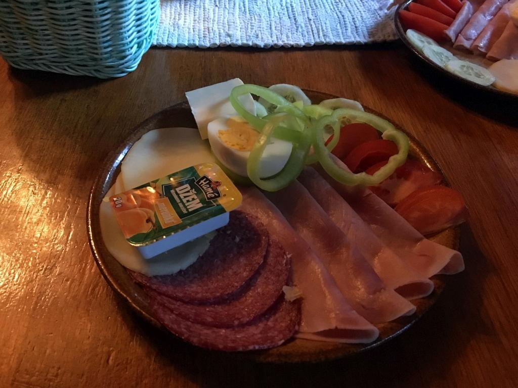Zamkovskeho chata hut breakfast