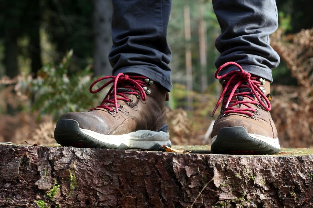 Hiking Boots ARROWOOD Teva UTILITY MID